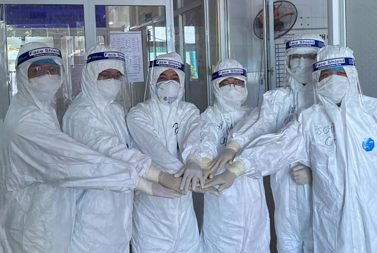 Ê kíp bác sĩ Chợ Rẫy và đồng nghiệp tại BV Phổi Đà Nẵng