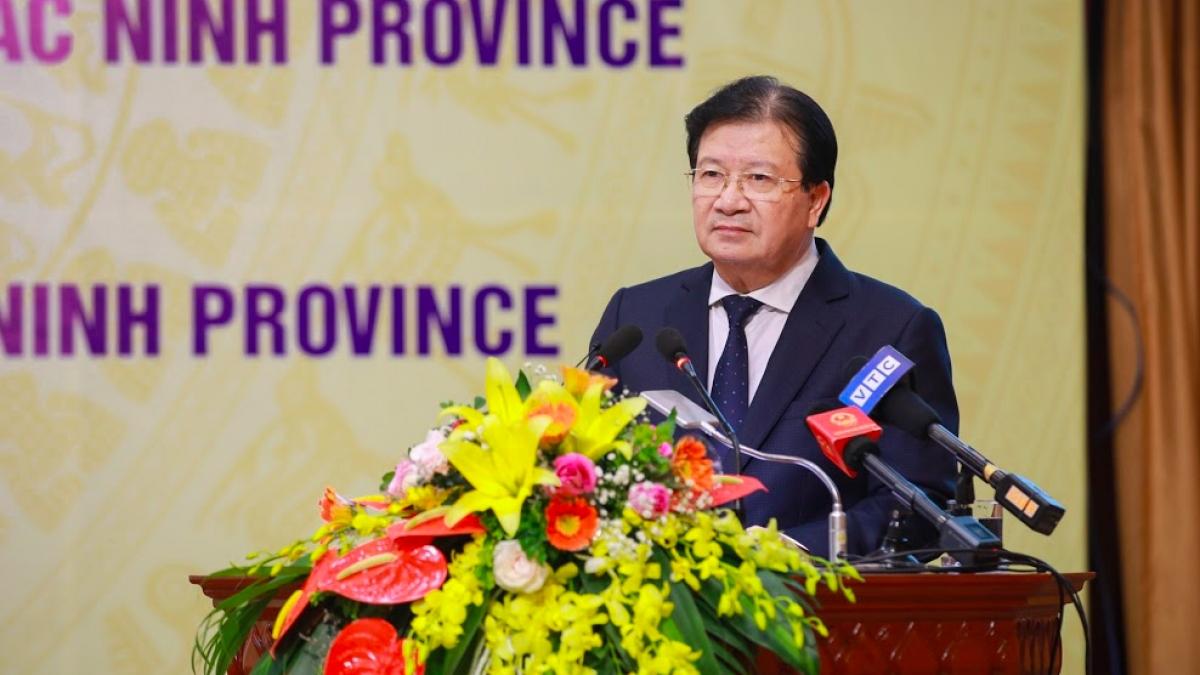 Phó Thủ tướng Chính phủ Trịnh Đình Dũng chúc mừng sự hợp tác ba bên giữa Bộ Công Thương, tỉnh Bắc Ninh và Samsung Việt Nam.