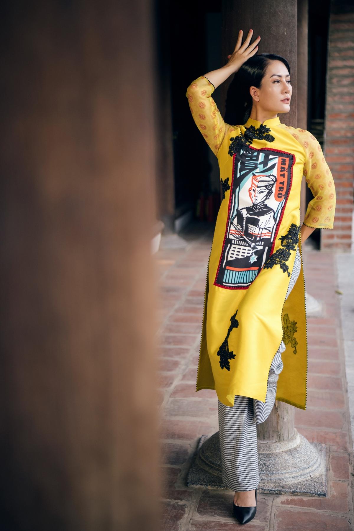 Trong BTS, NTK Cao Minh Tiến đã thể hiện hình ảnh, hoạ tiết, dấu ấn... của nghệ thuật bài chòi qua áo dài Việt Nam ở các thời kỳ khác nhau.