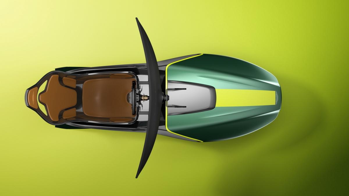 """Trưởng bộ phận thiết kế, Marek Reichman cho biết: """"Đó là một thử thách cho đội ngũ thiết kế, mặc dù không phải là một chiếc xe thật nhưng bộ thiết bị mô phỏng này được lấy cảm hứng từ chính những chiếc xe của chúng tôi nên chúng cần có được những đường nét và sự cân bằng trong bố cục của những chiếc Aston Martin""""."""