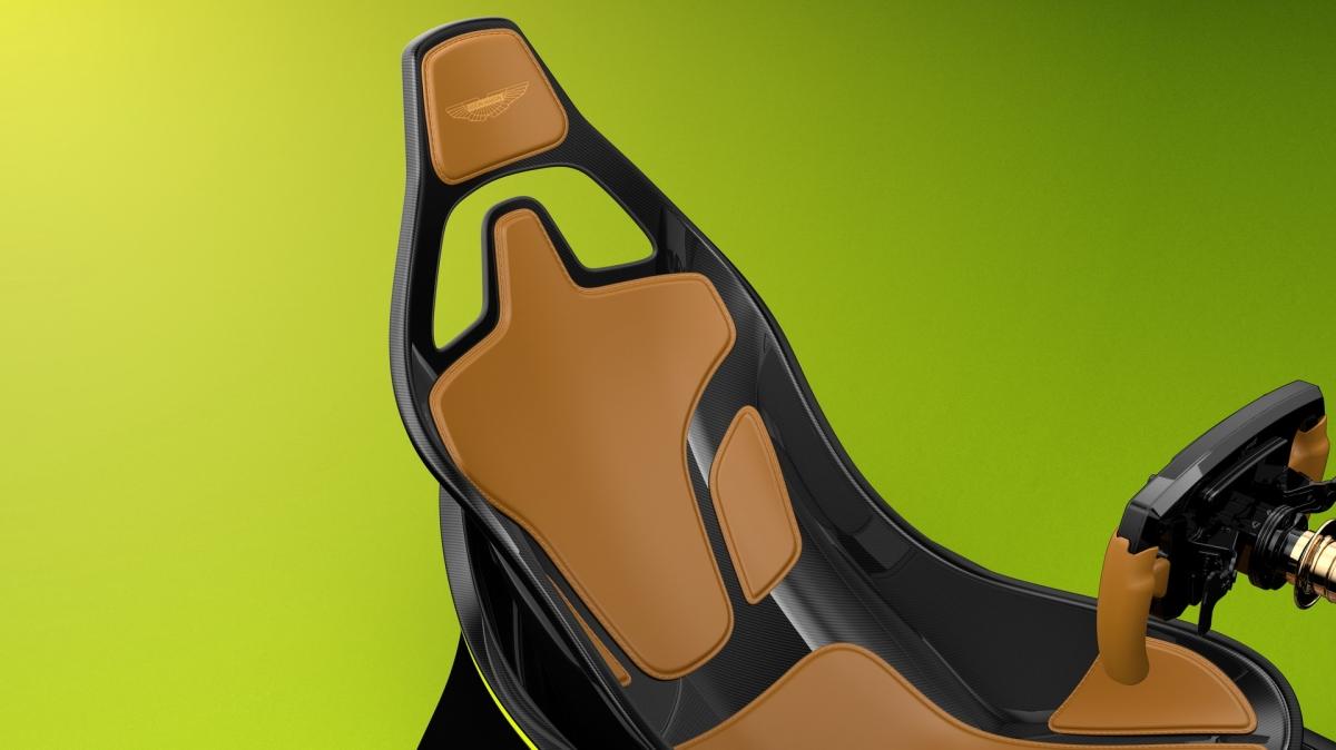 Bên ngoài, bộ trang bị mô phỏng này được thiết kế bởi chính bộ phận thiết kế của Aston Martin tại trụ sở Gaydon, lấy cảm hứng từ lưới tản nhiệt và các đường nét thiết kế của những chiếc xe đua của hãng.
