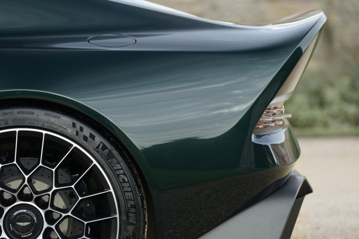 Hệ thống treo của xe sở hữu các lò xo và giảm chấn tương tự như mẫu xe Vulcan và có thể được điều chỉnh để cho ra sáu cấu hình thiết lập khác nhau