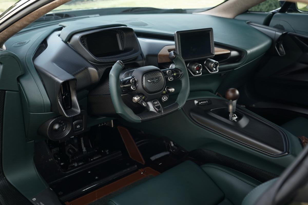 Giá bán của chiếc xe độc nhất vô nhị này cùng chủ nhân của nó không được Aston Martin công bố.