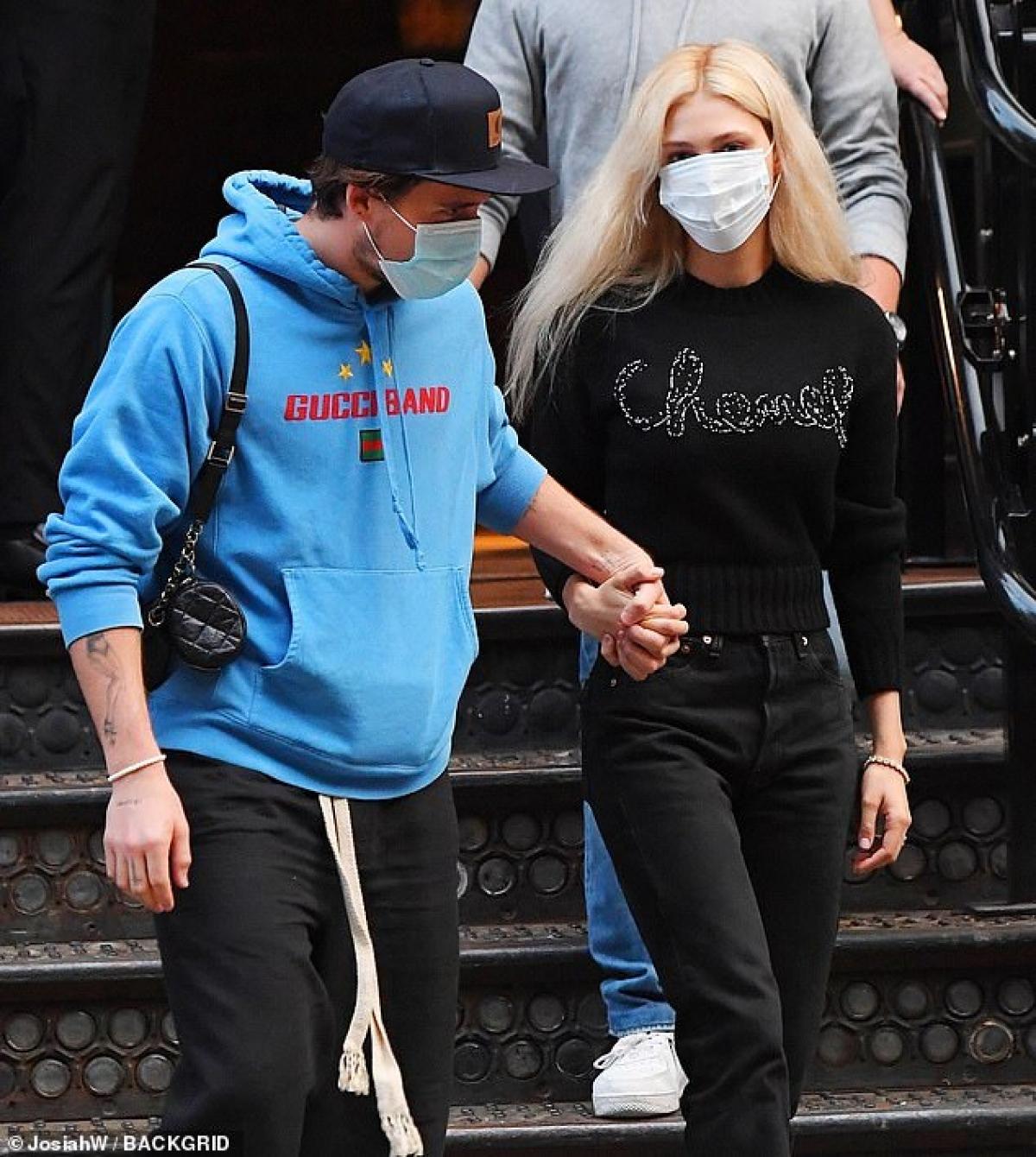 Điều này khiến nhiều người đồn đoán rằng, con trai David Beckham và ái nữ tỷ phú đã bí mật kết hôn.