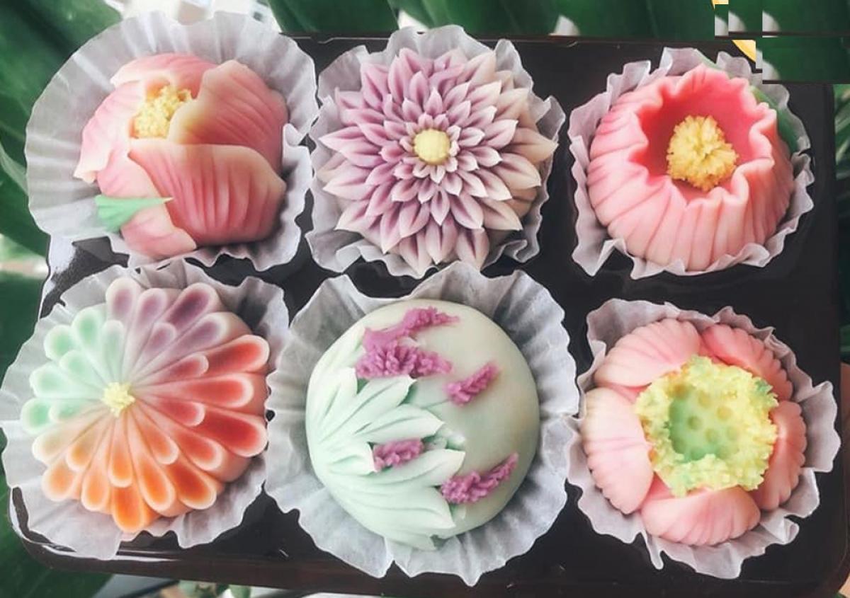 Ngoài bánh trung thu truyền thống, trên thị trường hiện nay có rất nhiều loại bánh biến tấu hấp dẫn người tiêu dùng. (Ảnh: Py Fam)