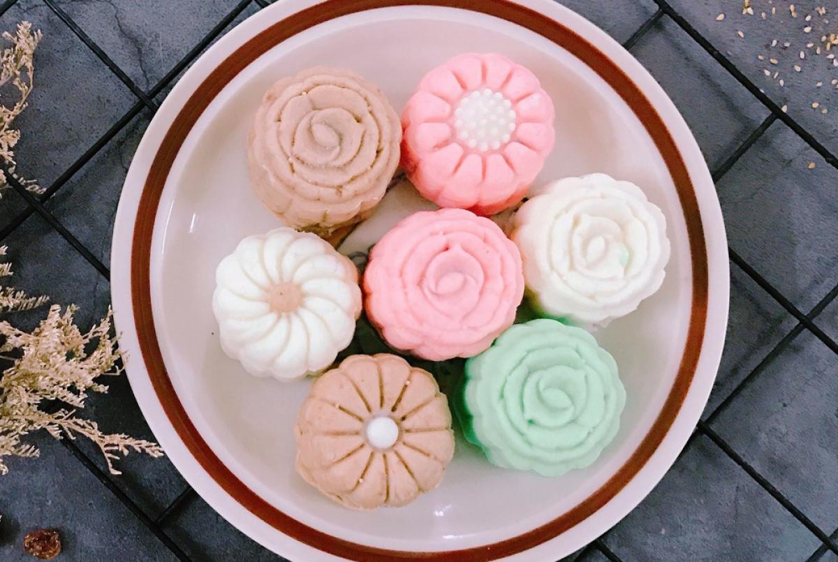 Mẫu bánh trung thu handmade được rao bán khá nhiều trên chợ mạng. (Ảnh: Vietnambiz)