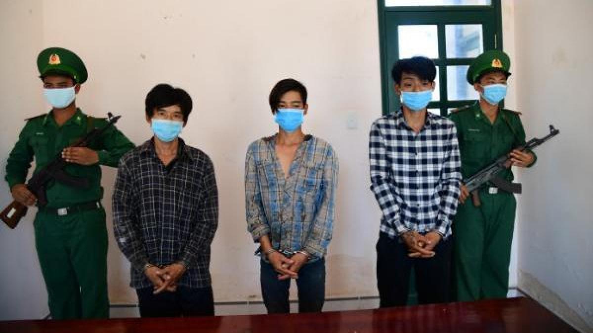 3 đối tượng đưa người nhập cảnh trái phép vào Việt Nam bị bắt.