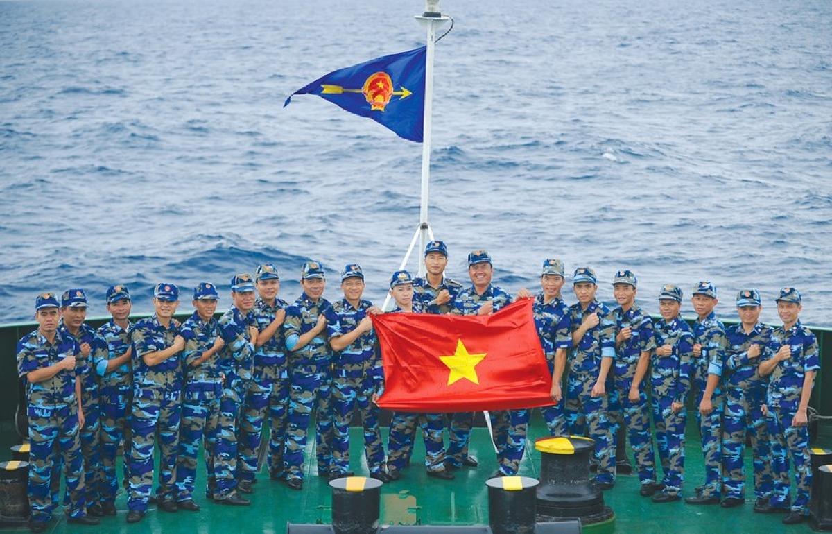 Cảnh sát biển Việt Nam thể hiện quyết tâm bảo vệ chủ quyền biển đảo (Ảnh: Đức Hạnh)