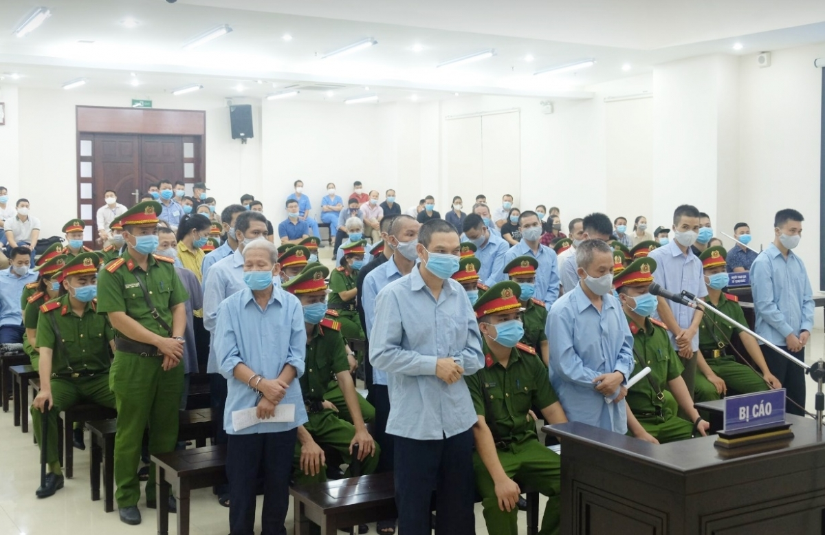 Các bị cáo trong phiên xét xử sơ thẩm vụ Đồng Tâm. (Ảnh: Hùng Anh)