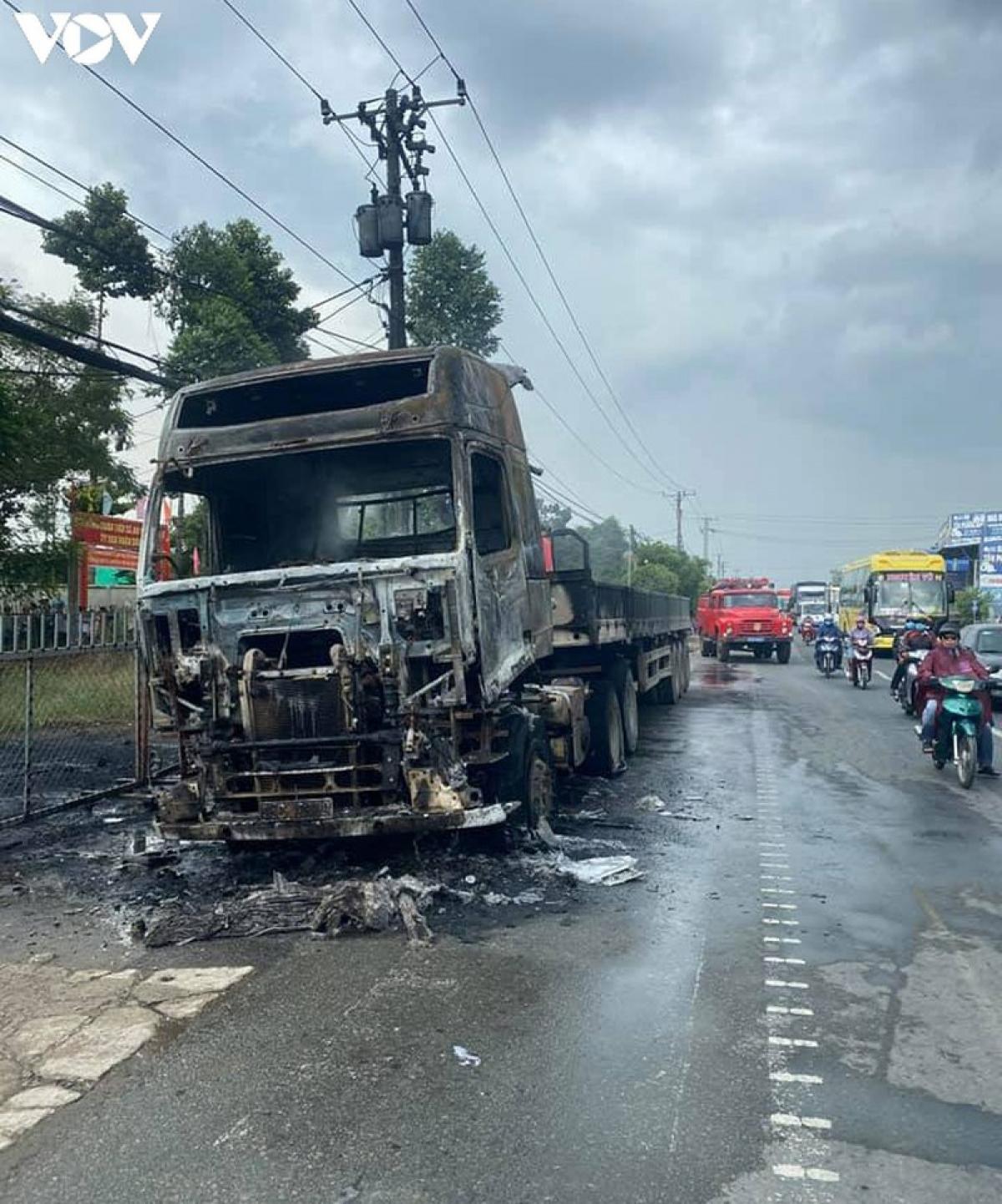 Phương tiện hư hỏng nặng sau khi bị cháy (ảnh: PV).