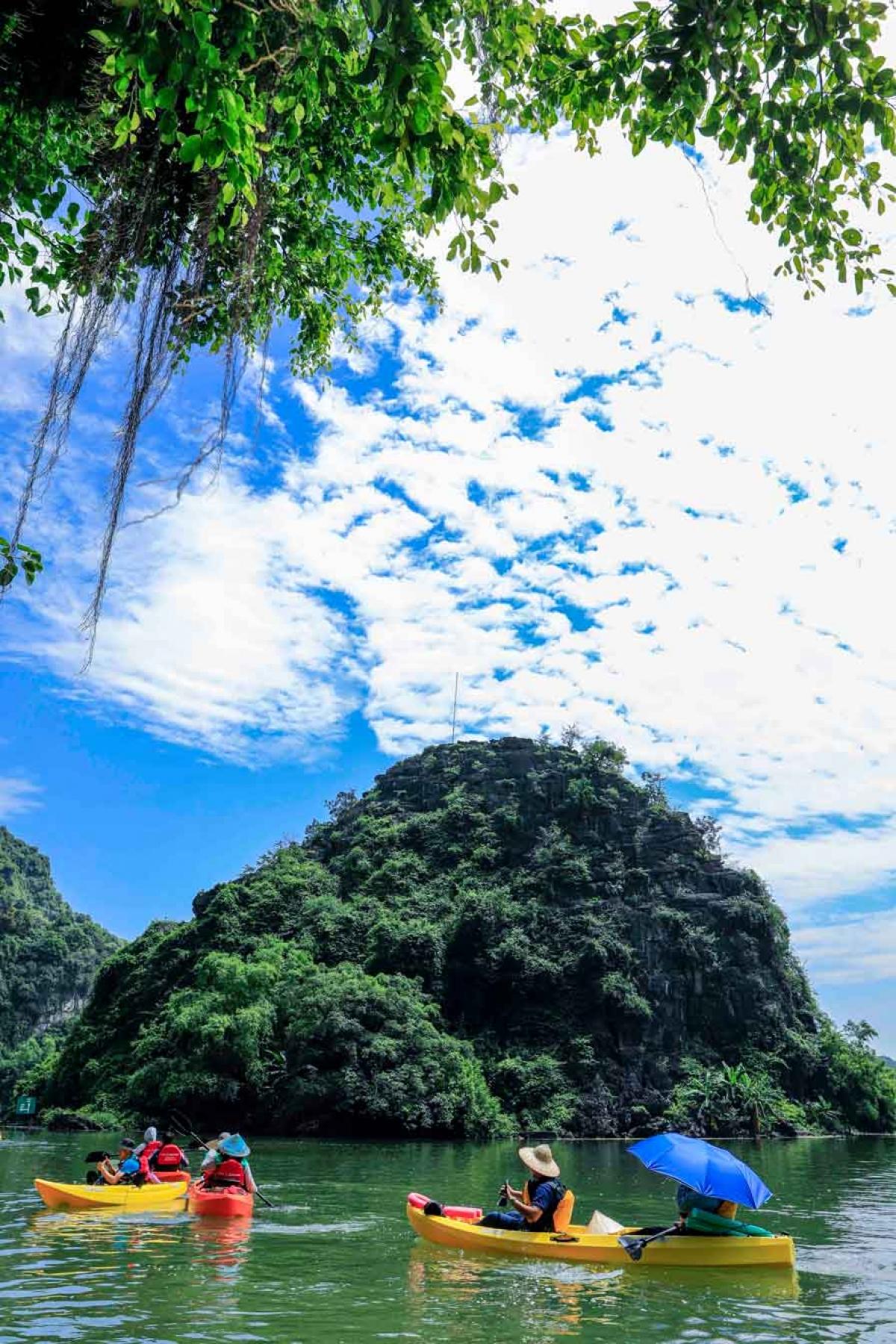 Khu du lịch sinh thái Tràng An sở hữu cảnh sắc thiên nhiên tuyệt đẹp. Ảnh: KDL Sinh thái Tràng An