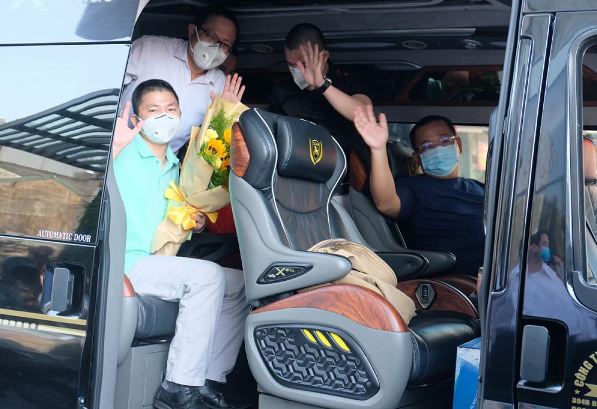 Chia tay 5 bác sĩ về lại thành phố Hồ Chí Minh