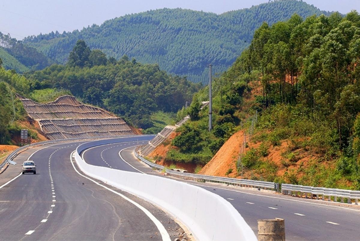 Bộ GTVT cho biết, theo kế hoạch được Chính phủ chấp thuận, ngày 30/9 tới, sẽ đồng loạt khởi công 3 đoạn cao tốc Bắc - Nam chuyển từ đầu tư BOT sang đầu tư công.