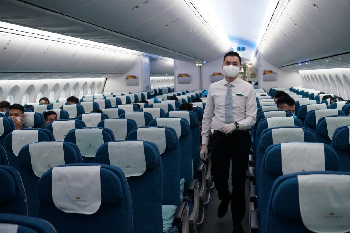Chuyến bay mang số hiệu VN417, có hành trình từ Seoul (Hàn Quốc) về Hà Nội, dự kiến khởi hành vào sáng 25/9. Đây được ghi nhận là chuyến bay thương mại quốc tế thường lệ chính thức về Việt Nam đầu tiên sau Covid-19 của ngành hàng không Việt Nam.