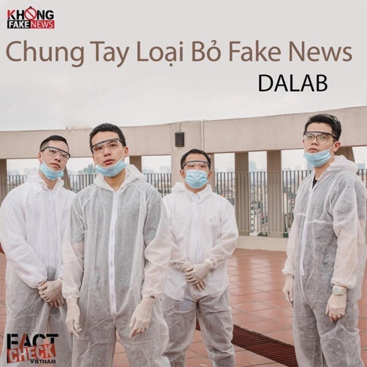 Ban nhạc DaLab thể hiện ca khúc Chung tay loại bỏ Fake News. (Nguồn: Vietnam+)