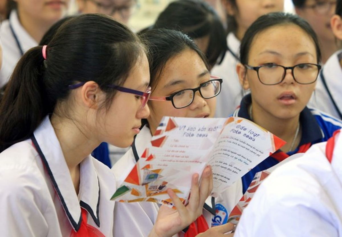 Lớp dạy kỹ năng chống tin giả tại trường Trung học cơ sở Ngô Quyền (Hải Phòng). (Nguồn: Vietnam+)