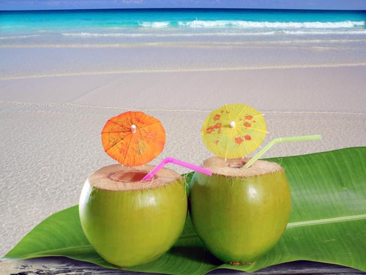 Nước dừa: Nước dừa là một lựa chọn tuyệt vời để bù nước cho cơ thể, đồng thời điều trị các triệu chứng tiêu chảy và nôn mửa dạng nhẹ. Bạn nên sử dụng nước dừa trong giai đoạn đầu của bệnh cúm dạ dày.