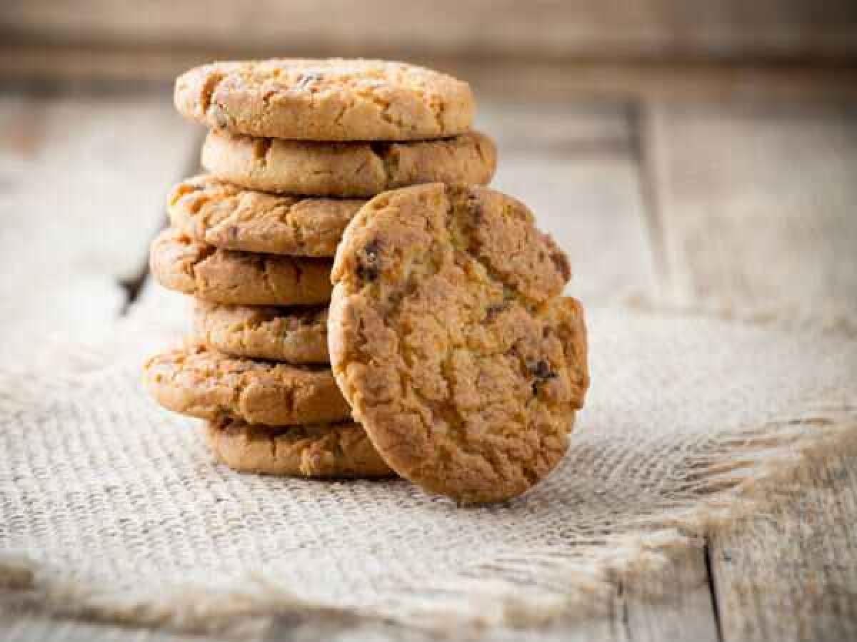 Bánh quy giòn: Bánh quy giòn giúp ổn định dạ dày, đồng thời giúp bù lại các chất dinh dưỡng bị mất. Bánh quy giòn không cay, ít chất xơ, giàu carbs đơn và chất béo, nhờ đó là một thực phẩm phù hợp để ăn khi bị cúm dạ dày.