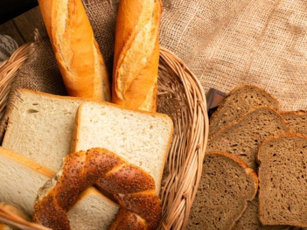 Bánh mì ngũ cốc nguyên cám: Bánh mì ngũ cốc nguyên cám là một thực phẩm giàu dinh dưỡng phù hợp cho người mắc cúm dạ dày mà không gây các vấn đề tiêu hóa khác.