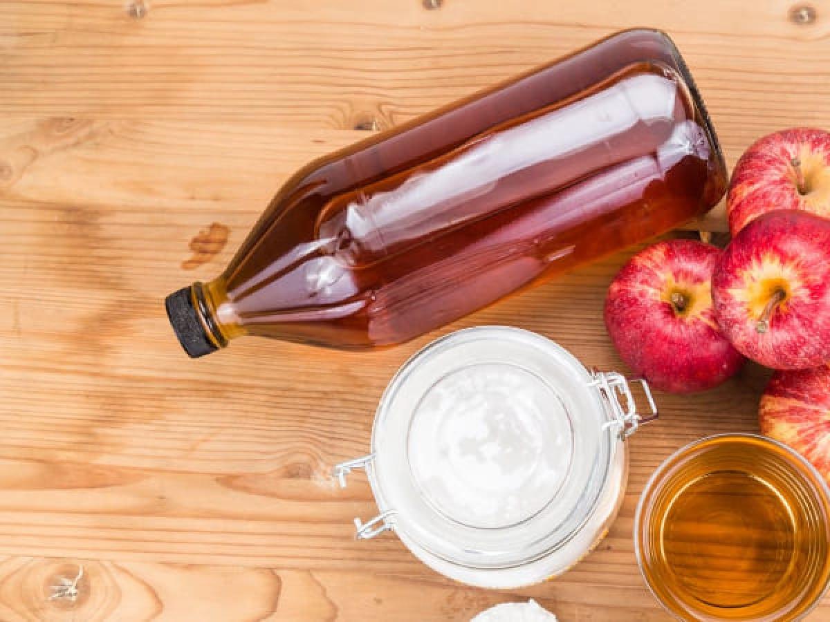 Giấm táo: Giấm táo giàu chất pectin làm giảm kích ứng dạ dày. Lượng axit trong giấm táo giúp ngăn sự sinh sôi của virus. Giấm táo còn giúp giảm tình trạng đầy hơi.