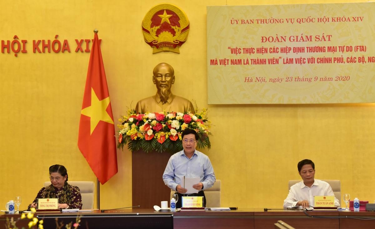 Phó Thủ tướng Phạm Bình Minh tại buổi làm việc về việc thực hiện các Hiệp định thương mại tự do (FTA) mà Việt Nam là thành viên. Ảnh: VGP
