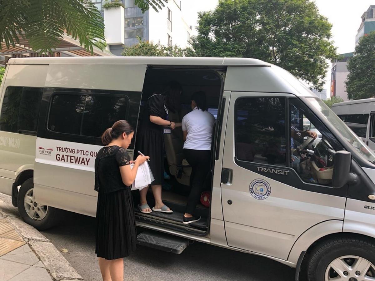 Vào tháng 6/2019, một vụ việc chấn động khi một học sinh Trường Gateway (Cầu Giấy, Hà Nội) bị bỏ quên trên xe khiến cháu bé tử vong.