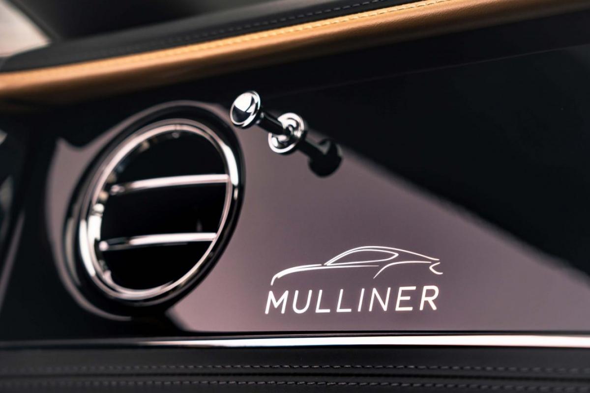 Bentley Continental GT có giá bán khởi điểm từ 224.225 USD cho bản W12 Coupe và 246.125 USD cho bản W12 Convertible. Biến thể sử dụng động cơ V8 có giá bán thấp hơn, 207.825 USD và 228.025 USD cho lần lượt hai bản Coupe và Convertible.