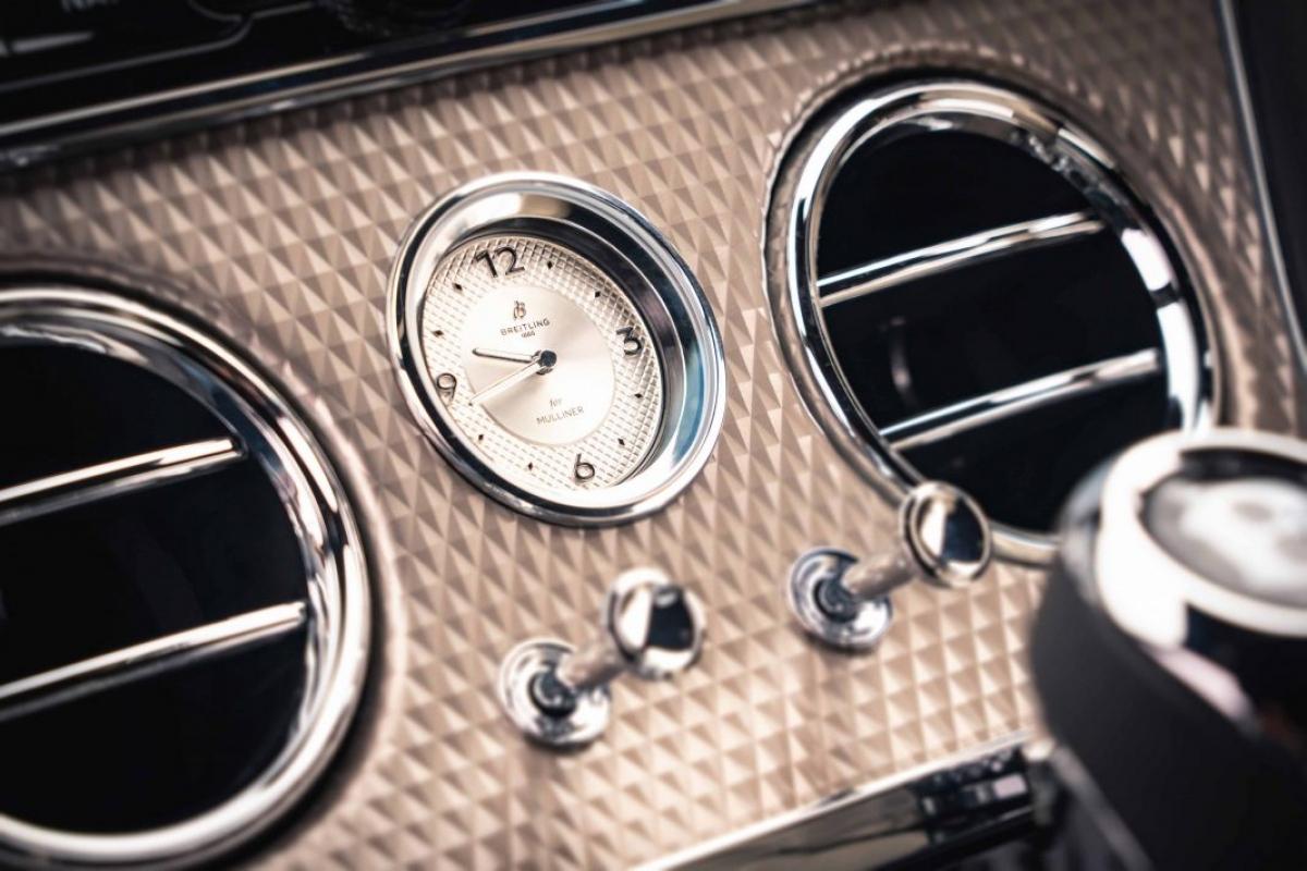 Ngoài ra, phiên bản này sẽ được trang bị công nghệ chống lật chủ động bằng điện 48V tiên phong Bentley Dynamic Ride giúp đem lại khả năng kiểm soát và ổn định thân xe khi vào cua và tạo cảm giác thoải mái khi di chuyển trên quãng đường dài.