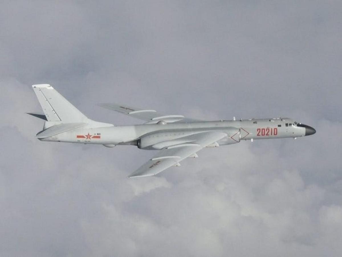 Máy bay ném bomn H-6. Ảnh: Reuters