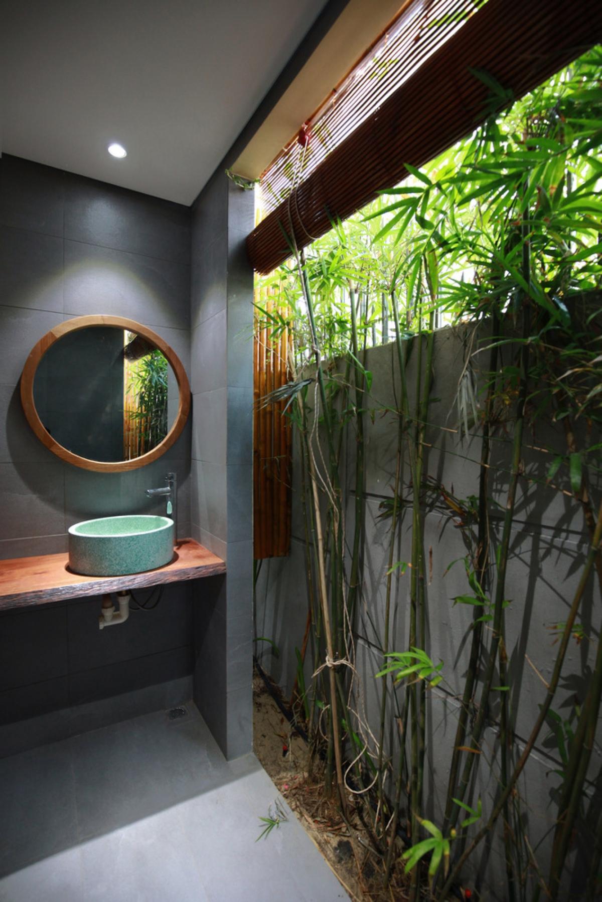 Phòng tắm mở, mang đến cảm giác gần gũi.