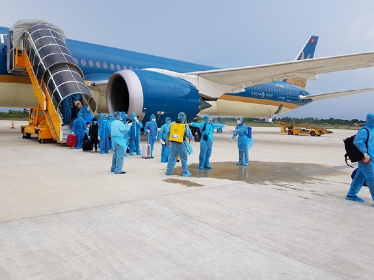 Vietnam Airlines mở bán vé chuyến bay thương mại quốc tế thường lệ về Việt Nam đầu tiên sau dịch COVID-19.