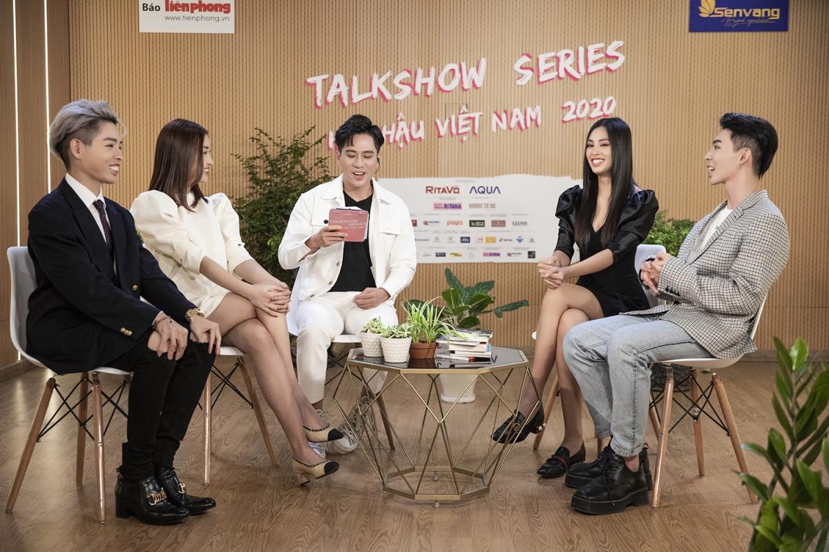Hoa hậu Mỹ Linh, Tiểu Vy, Ca sĩ Erik, Đức Phúc cùng với Host chương trình, Vlogger Vũ Dino