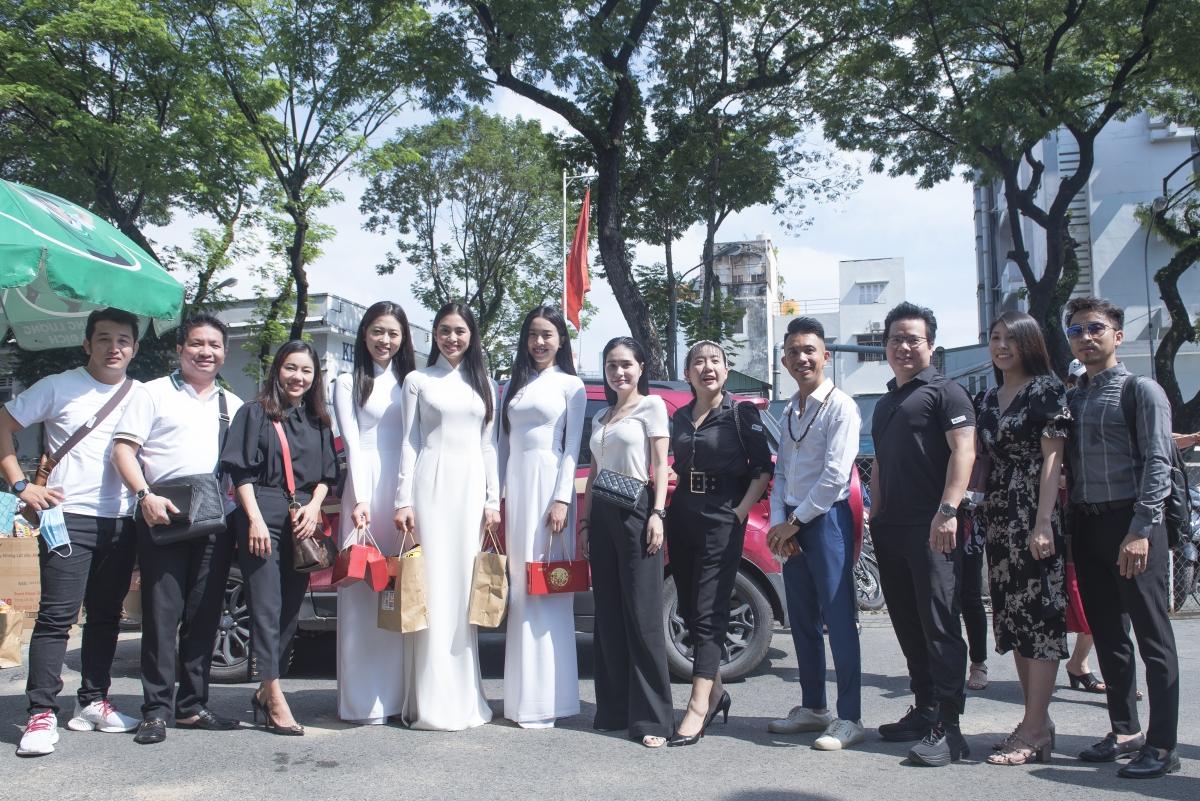 Trước khi chuyến đi kết thúc, Top 3 Hoa hậu Việt Nam 2018 không quên gửi lời cảm ơn đến các đơn vị đã hỗ trợ các cô gái trong chuyến đi thiện nguyện lần này. Bên cạnh việc tích cực tham gia các hoạt động cộng đồng ý nghĩa, các nàng hậu vẫn tiếp tục khẳng định vị trí và nhan sắc của mình trong lòng khán giả./.