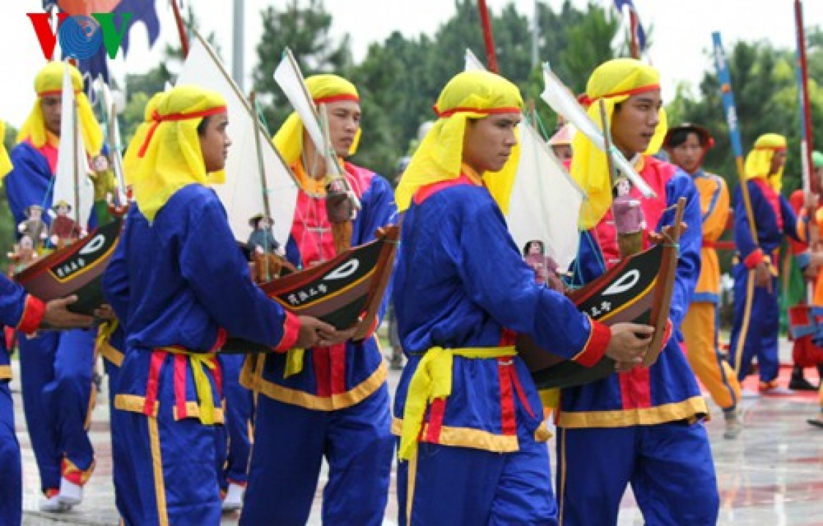 Tái hiện lễ khao lề thế lính Hoàng Sa của ngư dân Lý Sơn.