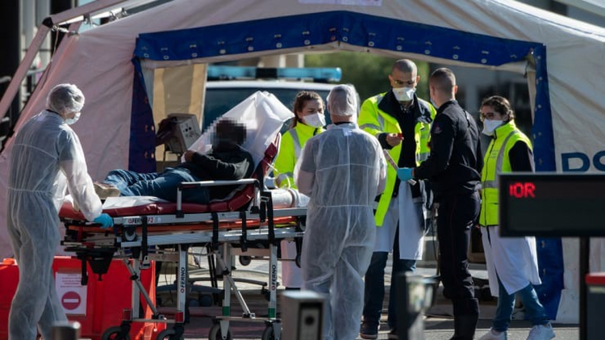 """Mỹ và châu Âu tiếp tục là những """"điểm nóng"""" của dịch Covid-19 với số ca nhiễm mới và số ca tử vong không ngừng gia tăng. Ảnh: AFP"""