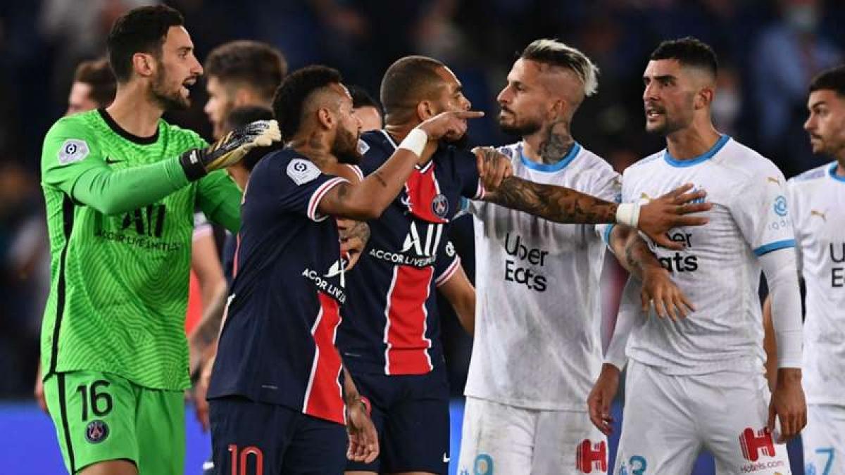 """Neymar nhận thẻ đỏ sau màn """"loạn đả"""" cuối trận PSG - Marseille (Ảnh: Getty)."""