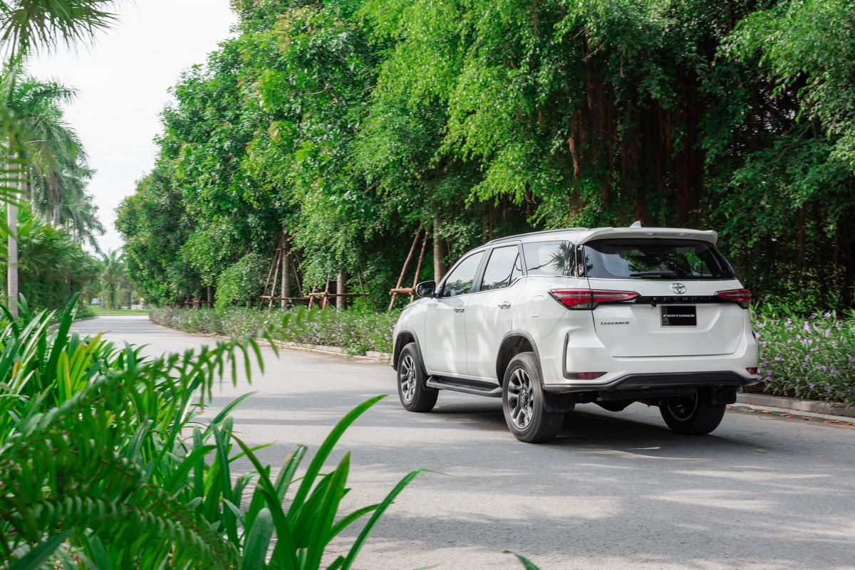 Toyota Fortuner 2020 sẽ có được hệ dẫn động bốn bánh ở bảng 2.8 trong khi hai bản còn lại chỉ được bán ra với hệ dẫn động 2x4.