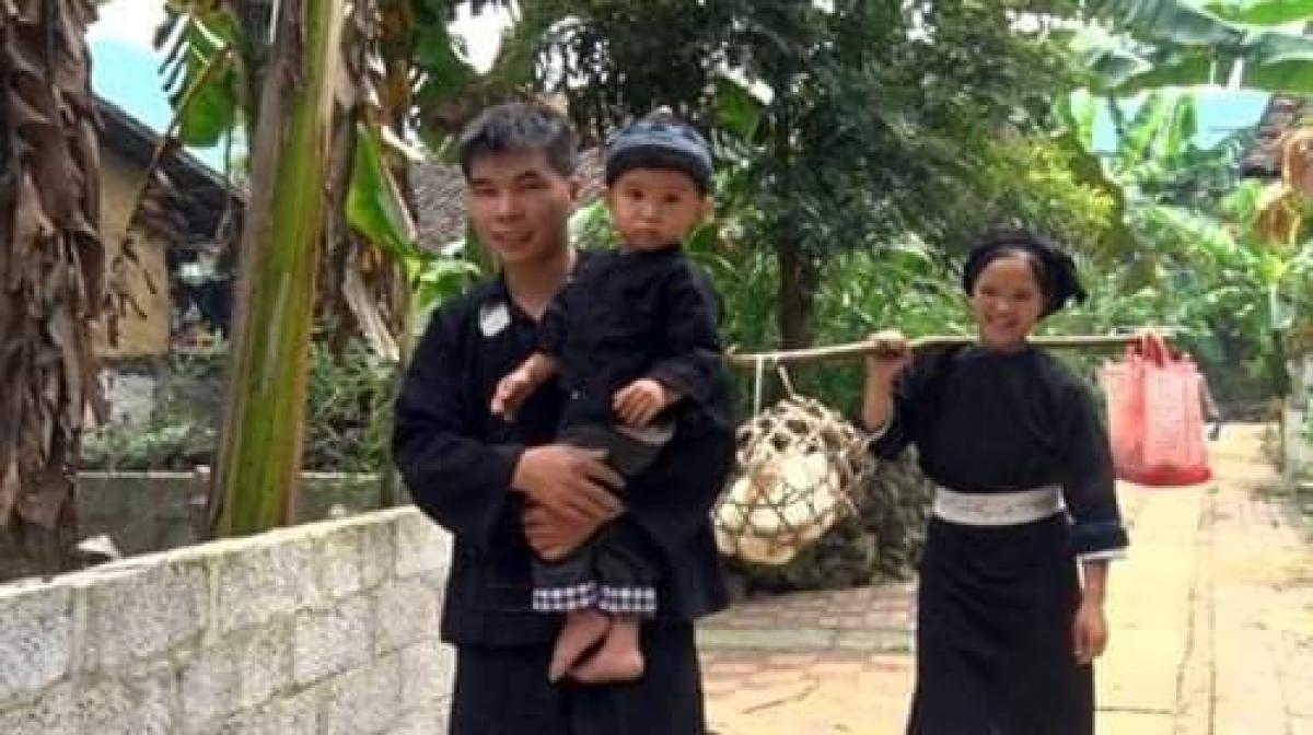 Người Tày có tục gánh đồ lễ đi nhà ngoại dịp lễ Pây Tái. (Nguồn ảnh: Internet)