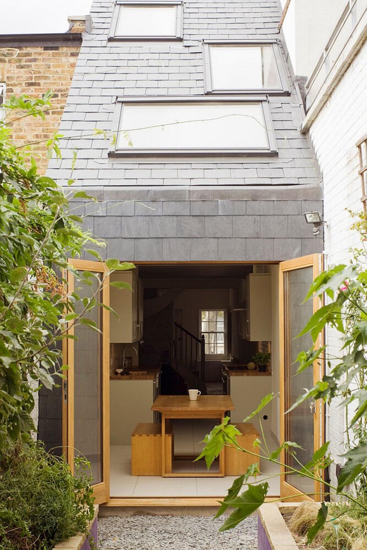 Sống trong một ngôi nhà chật hẹp sẽ mang đến cho bạn một thách thức, nguồn cảm hứng lớn để sáng tạo. Tiêu biểu là kiến trúc ngôi nhà xinh xắn ở London sau đây.