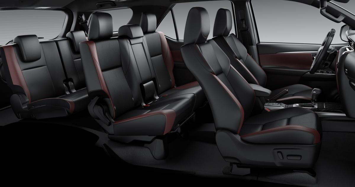 Khoang lái vẫn có thiết kế bảy chỗ ngồi rộng rãi với ghế trước chỉnh điện.