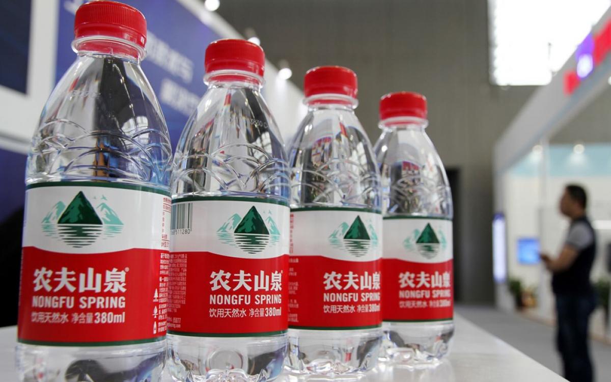 Doanh nhân Zhong Shanshan không tiếc tiền chi cho quảng cáo.