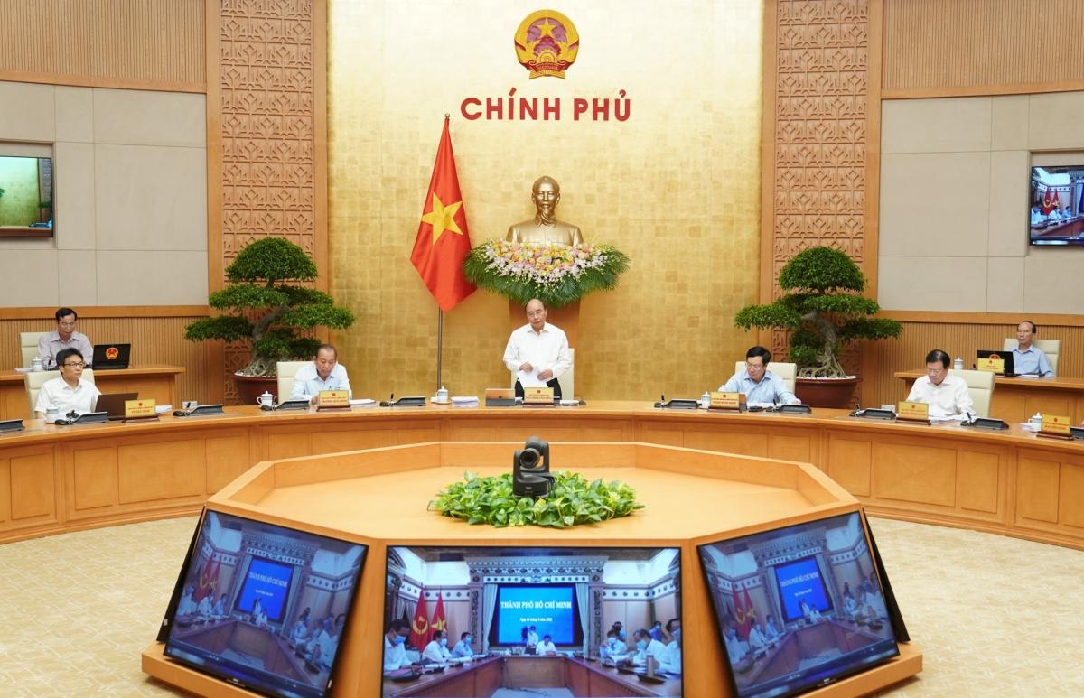 Thủ tướng Nguyễn Xuân Phúc chủ trì phiên họp Chính phủ tháng 8/2020. Ảnh: Quang Hiếu/Chính phủ