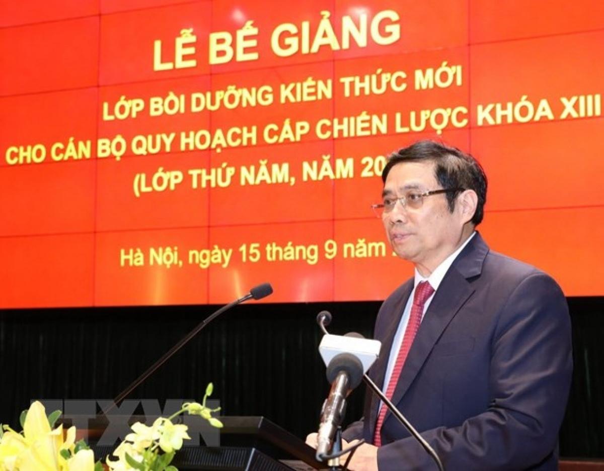 Ông Phạm Minh Chính, Ủy viên Bộ Chính trị, Bí thư Trung ương Đảng, Trưởng Ban Tổ chức Trung ương phát biểu tại Lễ bế giảng. (Ảnh: Văn Điệp/TTXVN)