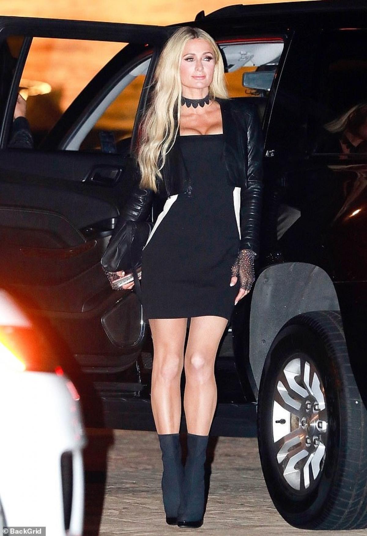 Sự xuất hiện của Paris Hilton nhanh chóng thu hút giới truyền thông và người hâm mộ.