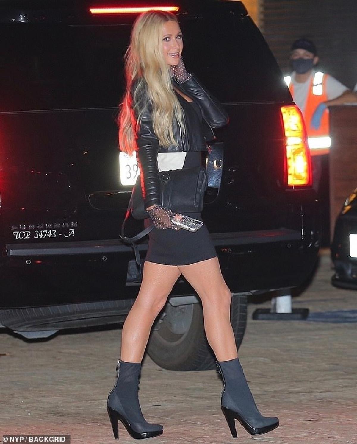 Những ngày giãn cách xã hội vừa qua giúp cho tình yêu mới của Paris Hilton và bạn trai thêm mặn nồng.