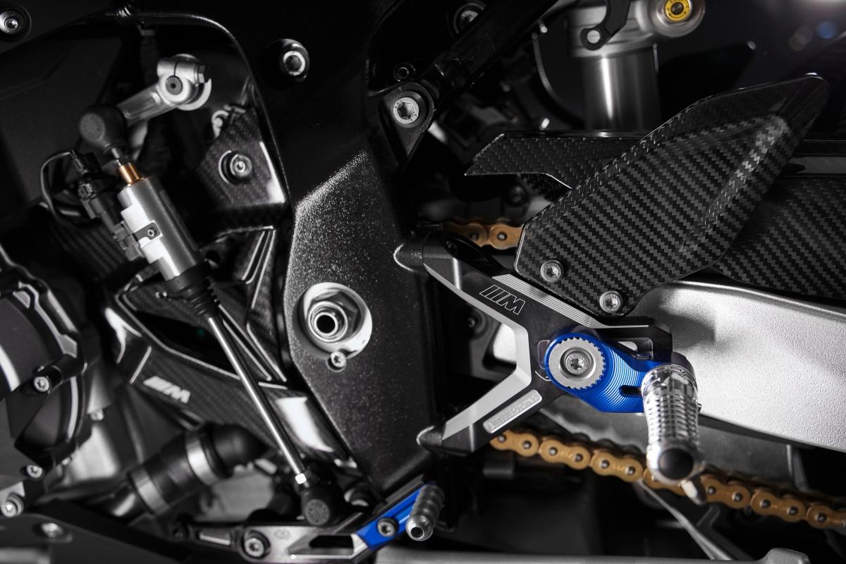 BMW sẽ bán ra M1000RR tại thị trường Anh Quốc với giá từ 30.935 Bảng (914 triệu đồng) trong khi tại thị trường Canada, mẫu superbike này sẽ có giá bán từ 42.400 CAD (khoảng 736 triệu đồng)./.