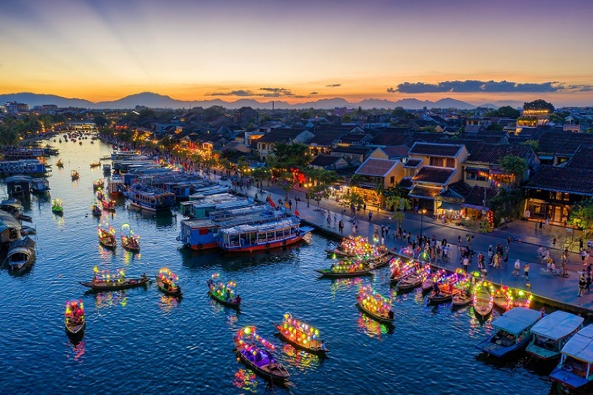 """A photo titled """"Thuyen hoa"""" (literally """"Boats carrying flowers"""") by Tran Minh Luong wins top prize. The contest is run by the Vietnam National Administration of Tourism (VNAT) aiming to introduce Vietnamese culture, land, and its people to both domestic and foreign travelers, while striving to attract more visitors to the country."""