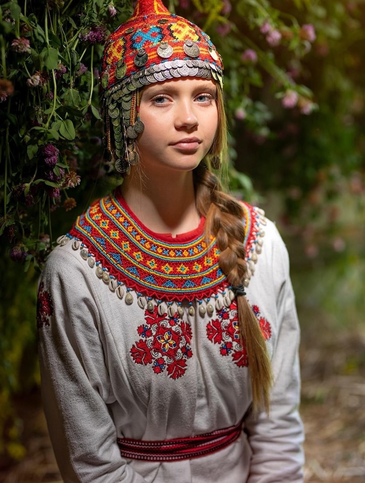 Cô gái trẻ tóc vàng đến từ vùng dân tộc Chuvashia. Cô giống người thuộc dân tộc Nga.