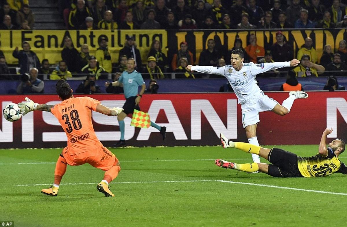 Cú đúp vào lưới Dortmund ngày này 3 năm trước giúp Ronaldo cán mốc 110 bàn thắng ở Champions League. (Ảnh: AP).