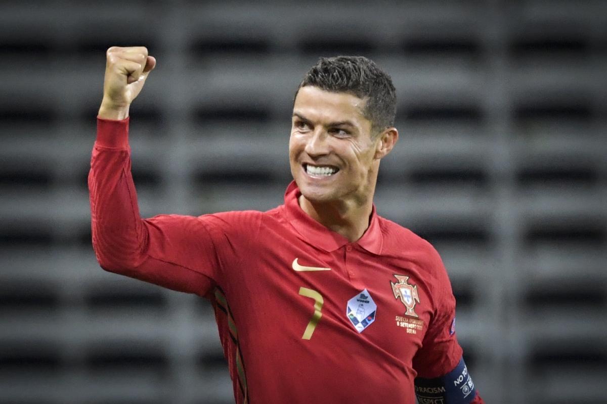 Cristiano Ronaldo là cầu thủ nam thứ 2 trong lịch sử cán mốc 100 bàn thắng cho ĐTQG sau huyền thoại Ali Daei với 109 bàn cho Iran. (Ảnh: Getty)